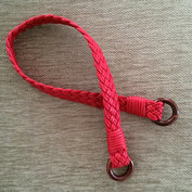 Flätad axelrem, ca 60 cm, röd