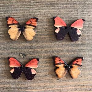 Träknappar - fjärilar i orange och brunt