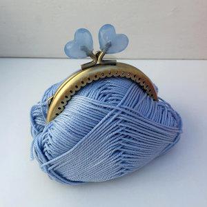 Portmonnäknäppe med blå hjärtan