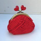 Portmonnäknäppe med röda hjärtan