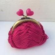Portmonnäknäppe med rosa hjärtan