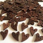 Träknappar - brunbetsade hjärtan