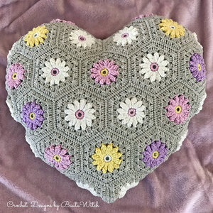 Garnkit till hjärtformad blommig kudde (9 nystan)
