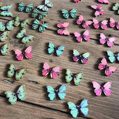 Träknappar - fjärilar i rosa och turkos